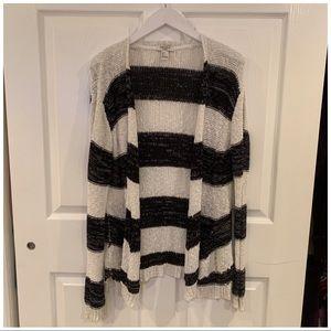 ▫️FOREVER 21 Knit B&W Striped Cardigan▫️